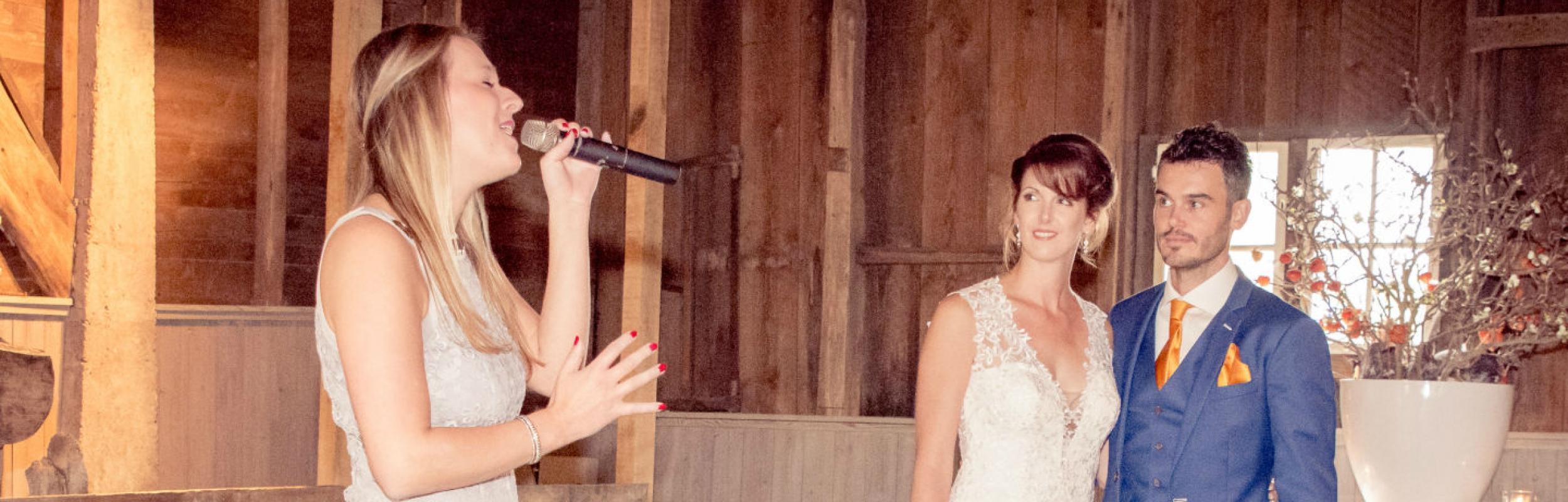 Huwelijkszangeres Steffi Ras
